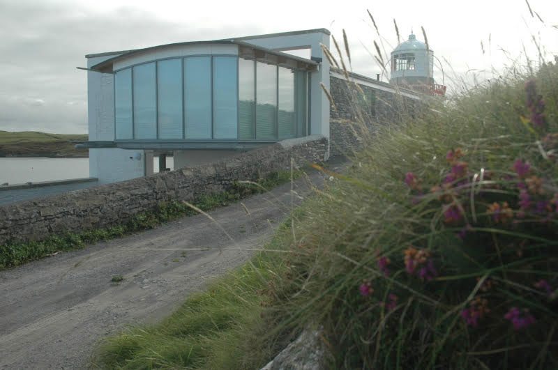 Longhouse-end-view-of-glass-box