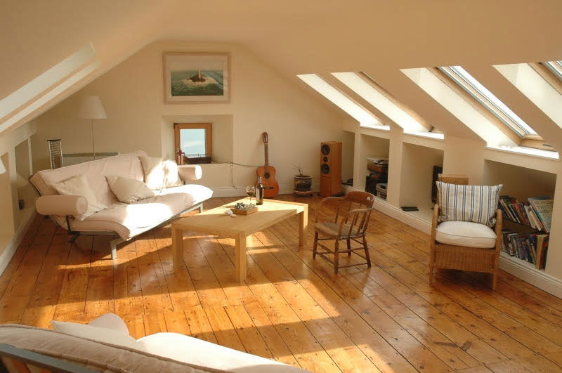upstairs-sitting-room-in-cottage
